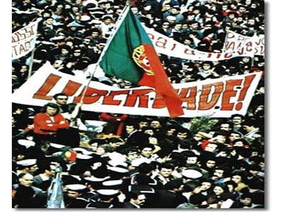 O fim da ditadura e o regresso das liberdades. A descolonização